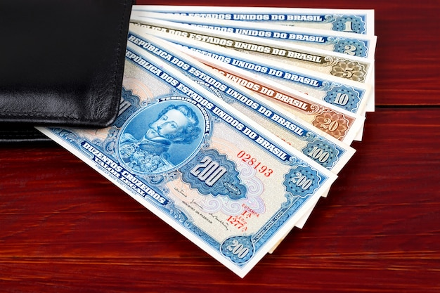 Dinheiro brasileiro antigo uma superfície de negócios