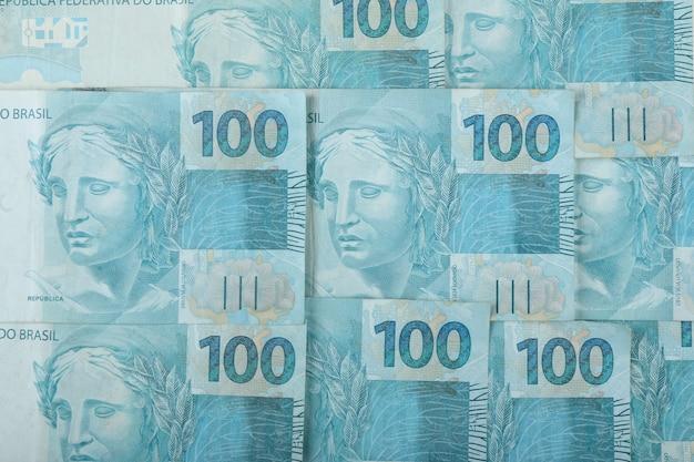 Dinheiro brasileiro. notas de 100 reais.