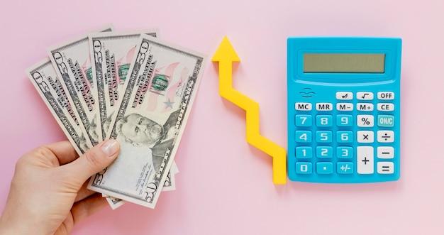 Dinheiro com calculadora