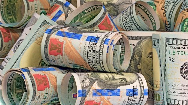 Dinheiro contratado em rolos