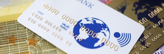 Dinheiro e dinheiro eletrônico