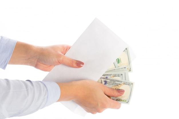 Dinheiro em um envelope, corrupção,
