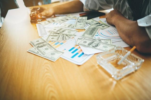Dinheiro fazendo negócios