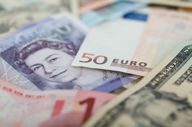 Dinheiro moedas dólares finanças e negócios de libras