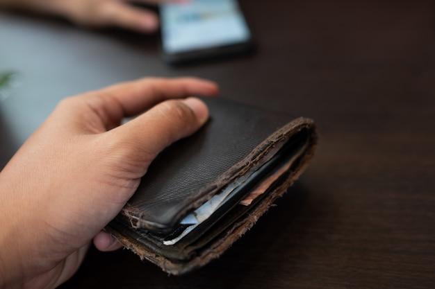 Dinheiro na carteira na mão, dinheiro.