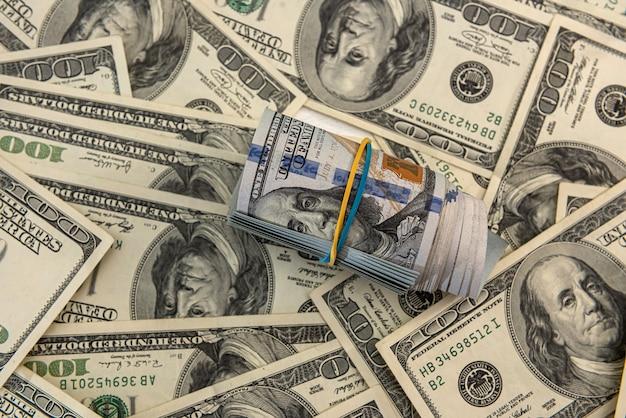 Dinheiro nos notas de dólar, conceito financeiro
