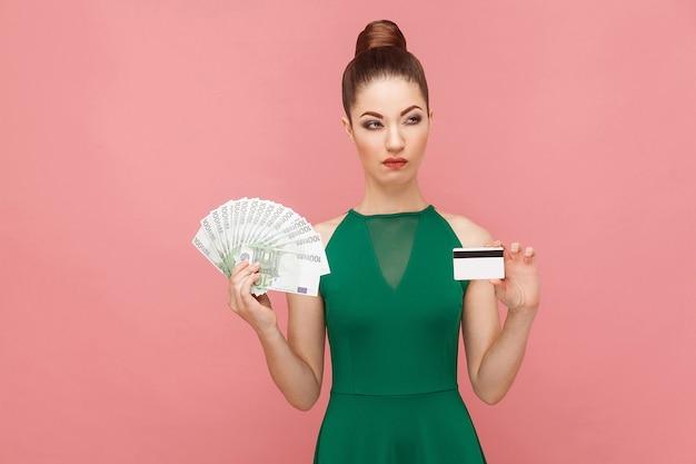 Dinheiro real ou cartão de crédito online difícil escolha