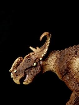 Dinossauro pachyrhinosaurus em preto