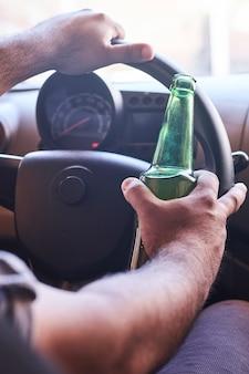 Dirigir bêbado. condução prejudicada
