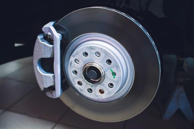 Disco de freio e detalhes do cubo da roda