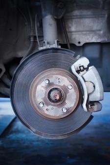Disco de freio e um cubo de roda