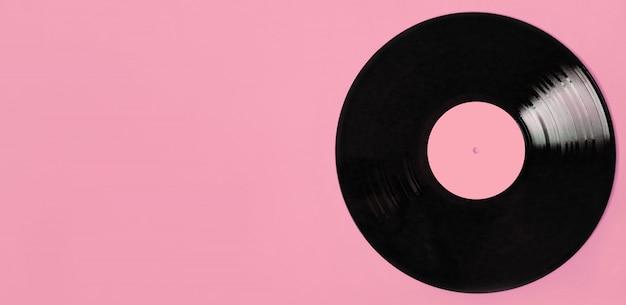 Disco de vinil com gravação lp, com espaço para cópia em rosa. conceito de canções de amor vintage.