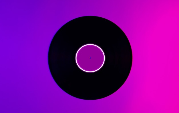 Disco de vinil com luz de néon rosa-roxa com círculo led ingradient