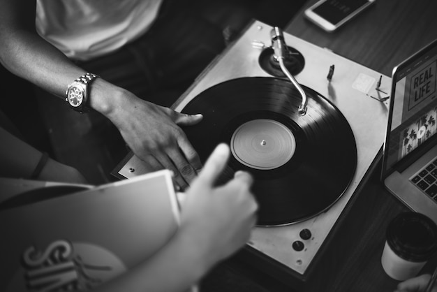 Disco de vinil de toca-discos dj scratch music entertainment