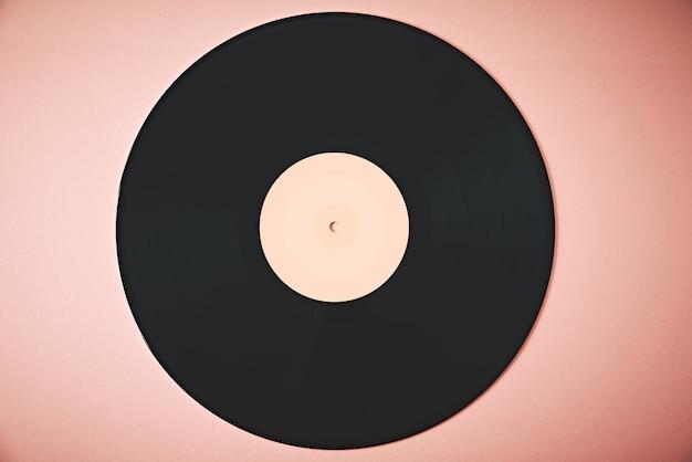 Disco de vinil retro antigo em rosa