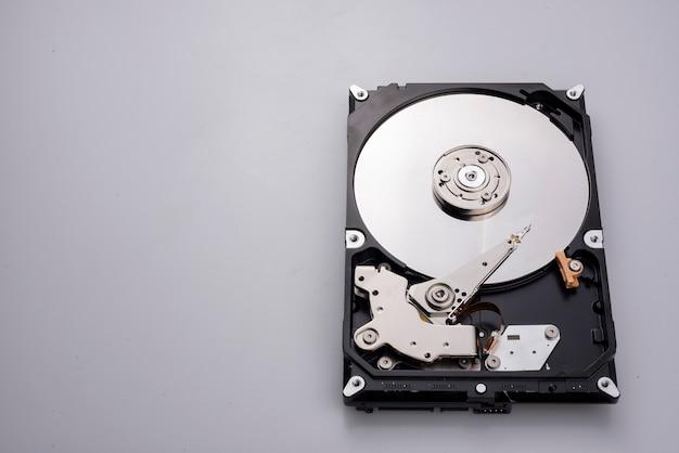 Disco rígido contendo informações importantes. e é a parte mais importante dos computadores