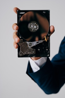 Disco rígido de computador em mãos tecnologia closeup