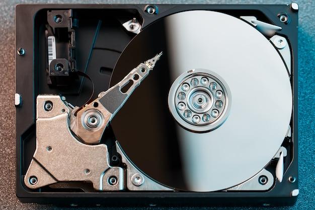 Disco rígido desmontado do computador, disco rígido com efeito de espelho