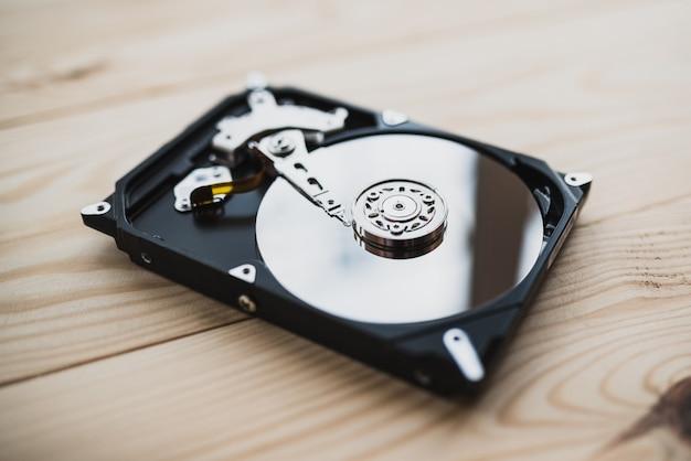 Disco rígido desmontado do computador, disco rígido com efeitos de espelho