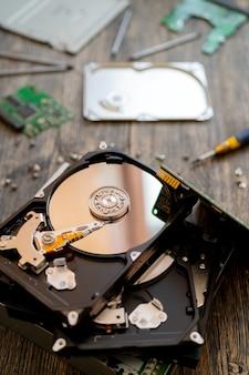 Disco rígido do computador. conserto de computador. tecnologia de computador moderna.