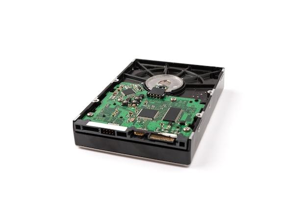 Disco rígido do computador isolado na superfície branca.