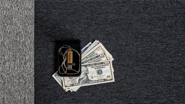 Disco usb com dados e dinheiro privados