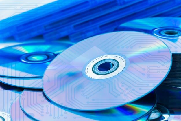 Discos compactos closeup (cd / dvd) com a placa de circuito