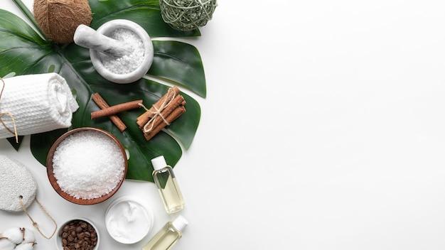 Discos de limpeza e cosméticos naturais para copiar espaço