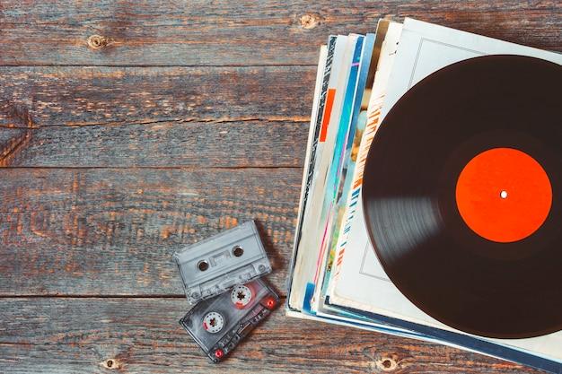 Discos de vinil e cassetes