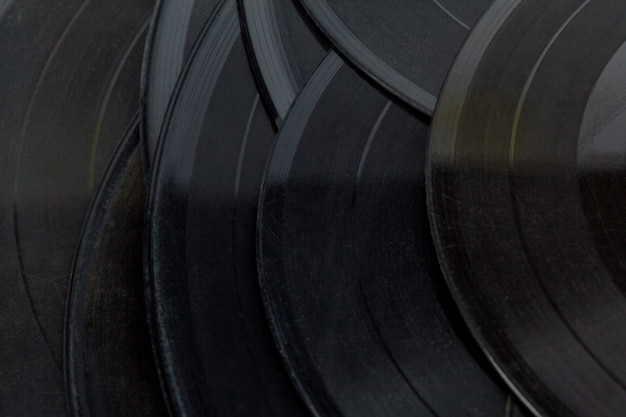 Discos de vinil isolado no branco