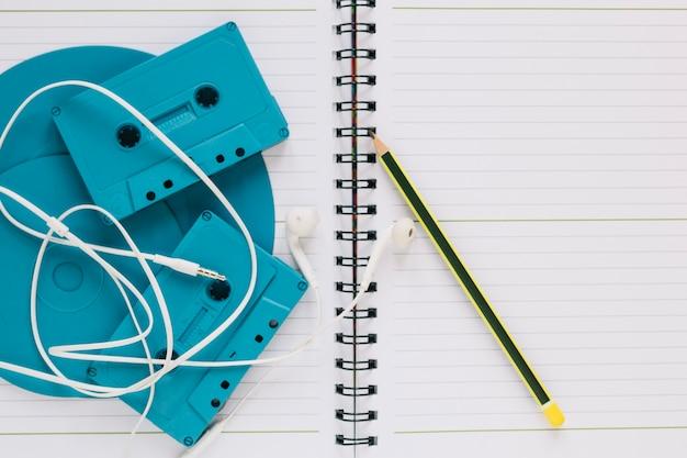 Discos e cassetes no notebook