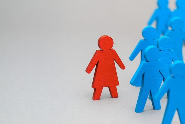 Discriminação das mulheres no trabalho e na vida social. violação dos direitos da mulher. líder de mulher do conceito em uma equipe de negócios