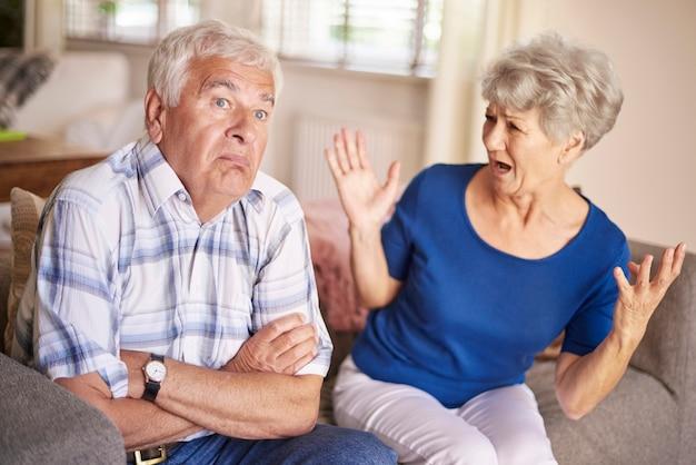 Discussão de casal sênior não é brincadeira