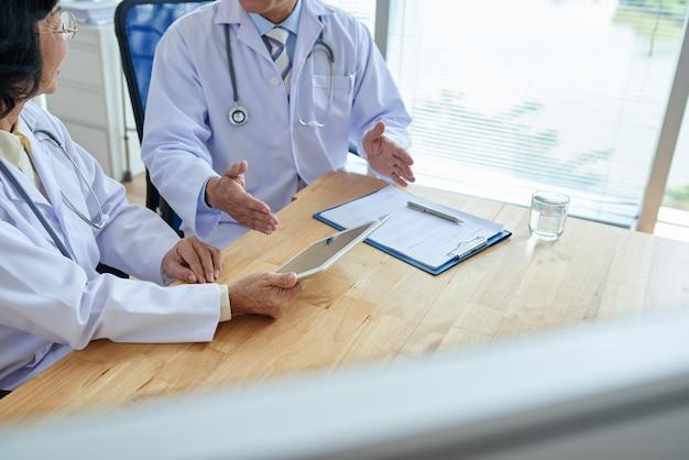 Discussão de diagnóstico com o colega