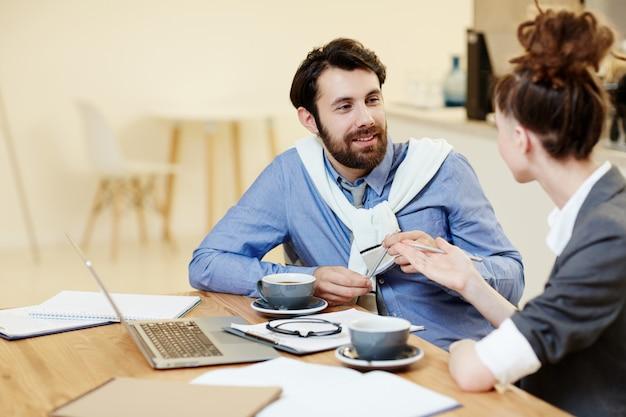 Discussão de tendências de negócios