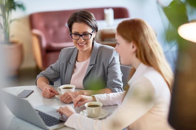 Discussão sobre projetos produtivos em coffeehouse