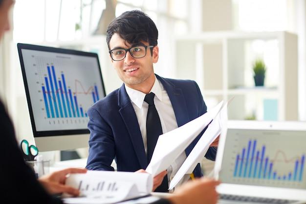 Discutindo documentos financeiros
