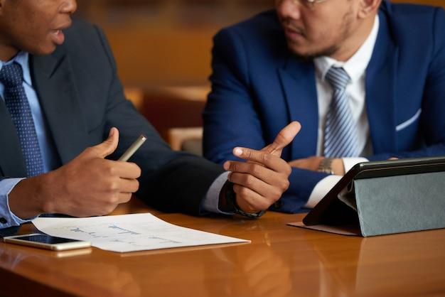 Discutindo o relatório de negócios