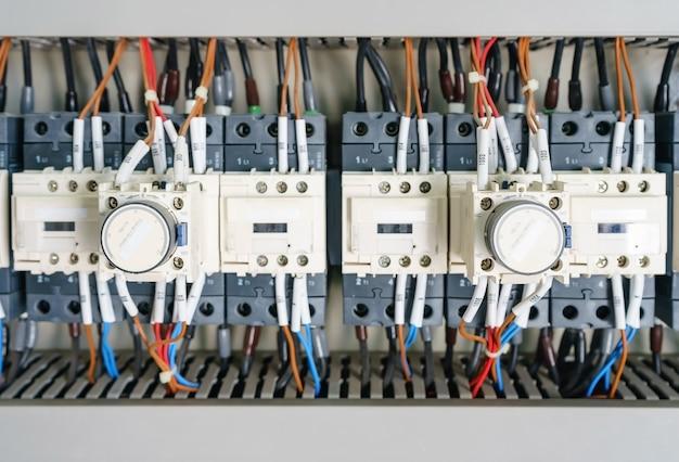 Disjuntor e magnético em uma central elétrica