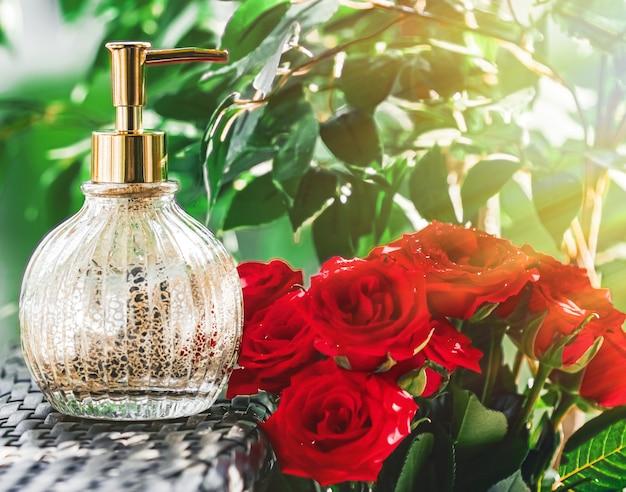 Dispensador de sabonete no banheiro, spa, decoração da casa e design de interiores, creme para as mãos ou líquido antibacteriano san ...