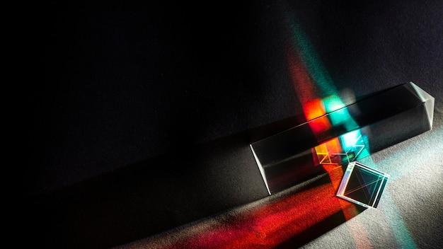 Dispersão de luz e prisma de efeito óptico