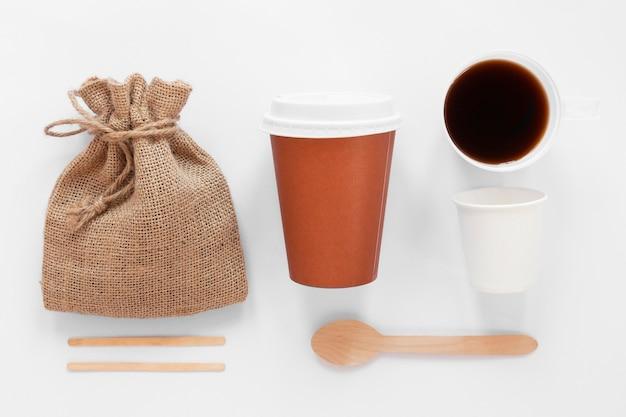 Disposição da vista superior dos elementos da marca do café