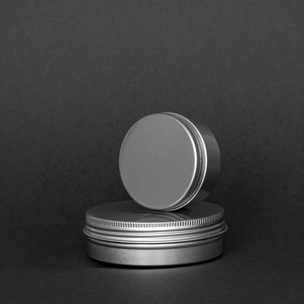 Disposição de recipientes de hidratação para cuidados com a pele de vista frontal