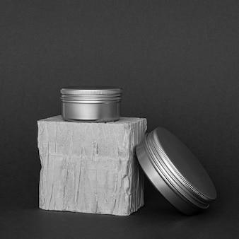 Disposição de recipientes de hidratação para cuidados com a pele