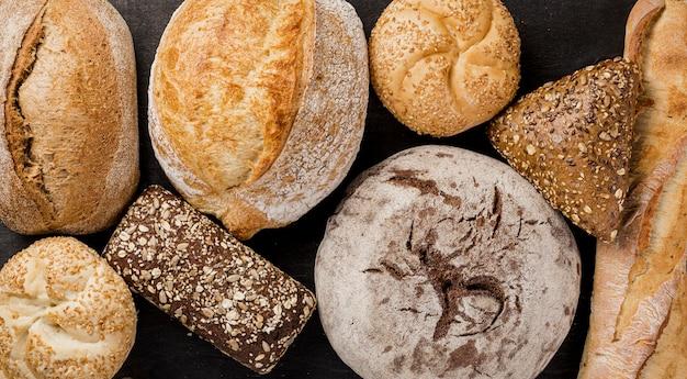 Disposição de vários tipos de pão assado