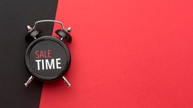 Disposição do relógio preto de sexta-feira com espaço de cópia