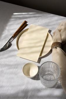 Disposição mínima da mesa branca