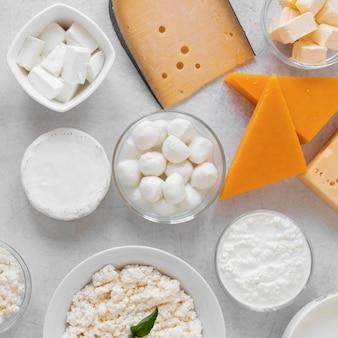Disposição plana com produtos lácteos