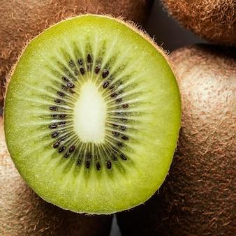 Disposição plana de kiwi delicioso