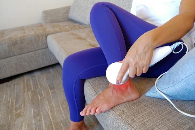 Dispositivo de massagem infravermelho para o corpo, para dores musculares, entorses, distúrbios circulatórios e fenômenos de fadiga.
